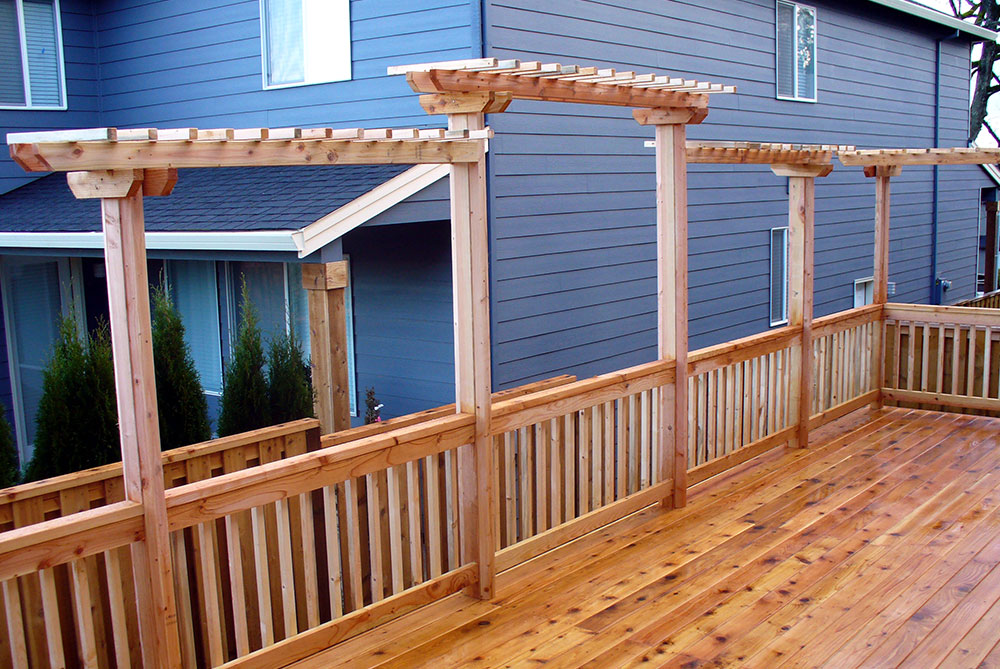 Losli Trellis Attached to Cedar Deck